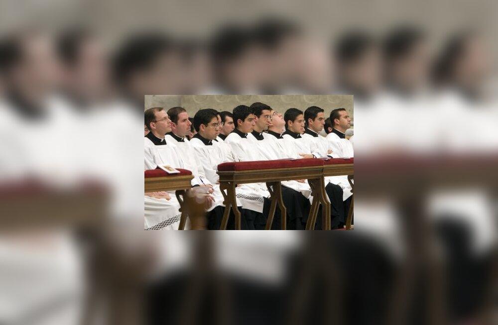 Vatikan ei taha enam homosid preestriks lubada