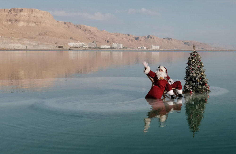 ФОТО | Посреди Мертвого моря установили рождественскую елку