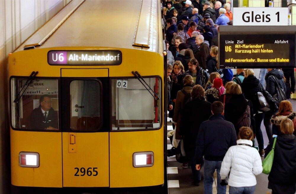 Berliinis süütasid seitse noormeest magava kodutu