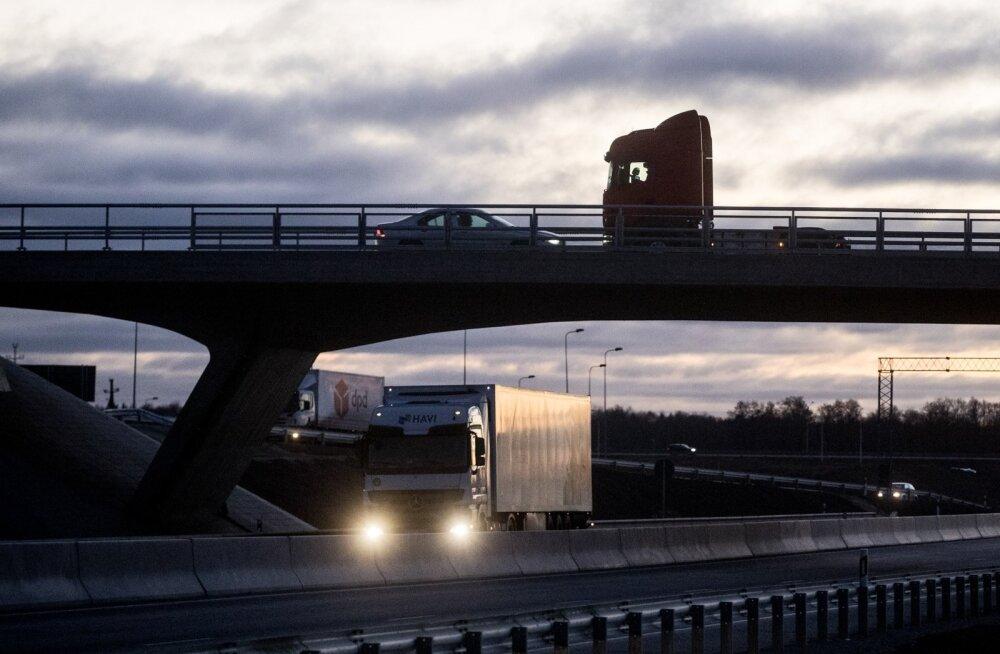 Illustreerival eesmärgil: Raskeveokid Jüri ringil Põrguvälja liiklussõlmes