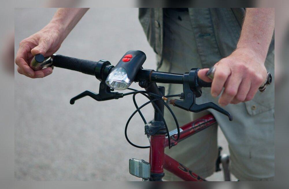 Mis juhtub purjuspäi vahele jäänud jalgratturiga?