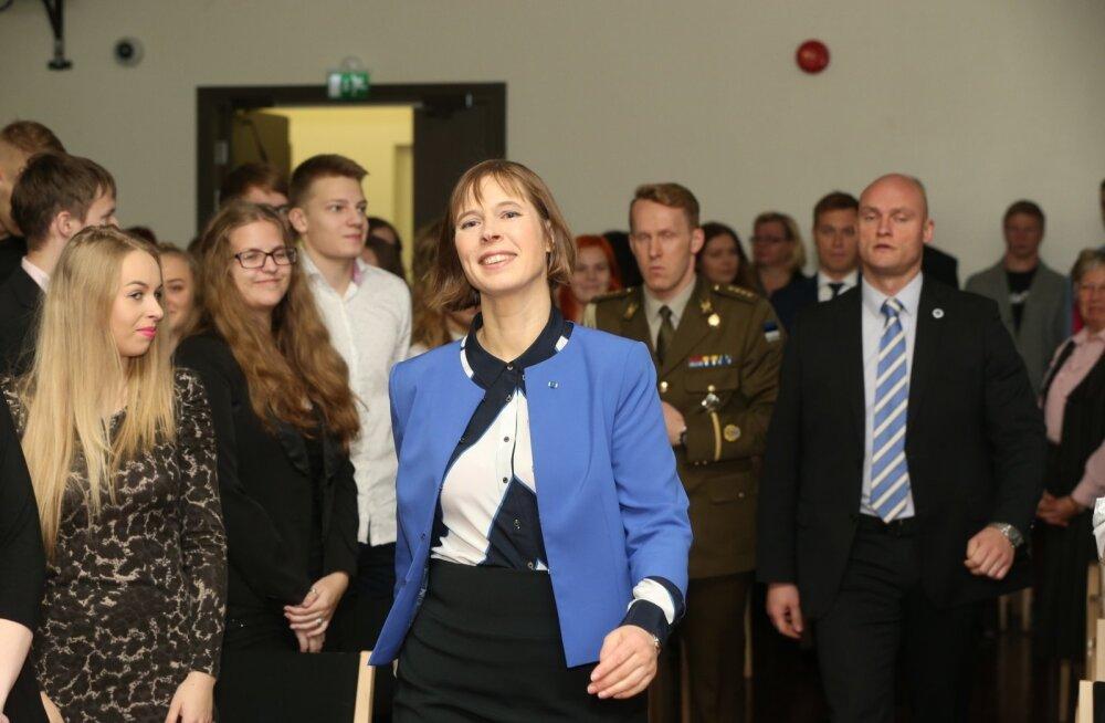 DELFI FOTOD: President Kaljulaidi visiit Jõgevamaa kooli pani õpetaja viisakusreegleid meelde tuletama