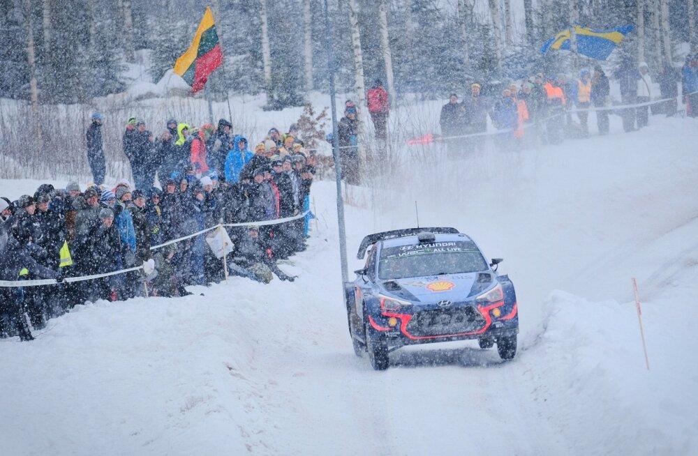 Thierry Neuville näitas Rootsi lumistel teedel kindlat sõitu.