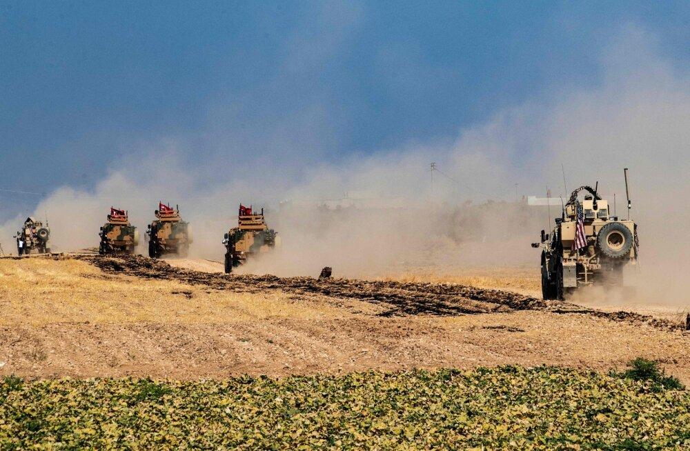 Türgi suurendab sõjalist kohalolekut Süüria piiril, oodates Erdogani lubatud sissetungi