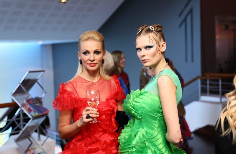 Tõeline püss! Supermodell Alexandra Elizabeth Ljadovi saadab galal nooruslik ema