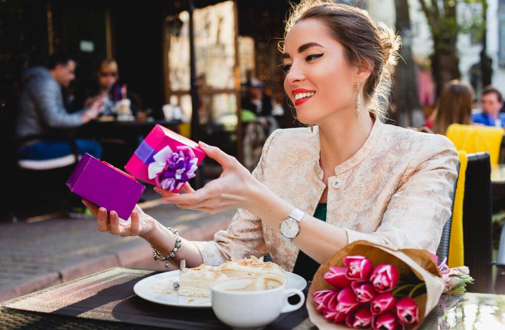 """30 viisi, kuidas võita sellise naise süda, kelle armastuse keeleks on """"kingituste saamine"""""""