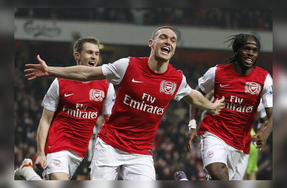 Arsenali võiduvärava sepistanud Thomas Vermaelen (keskel), jalgpall