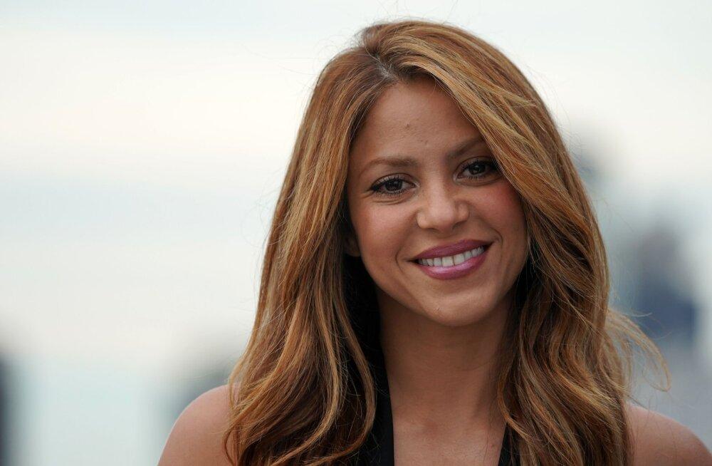 KUUM KLÕPS | Shakira paljastavad ujumisriided toovad lauljanna uskumatu figuuri suurepäraselt esile