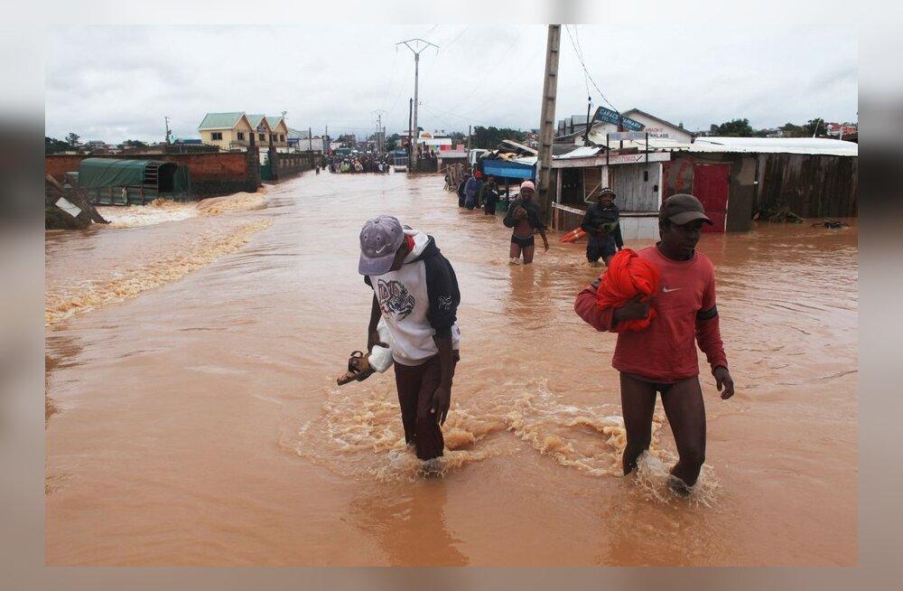 Madagaskaril hukkus tormis vähemalt 65 inimest