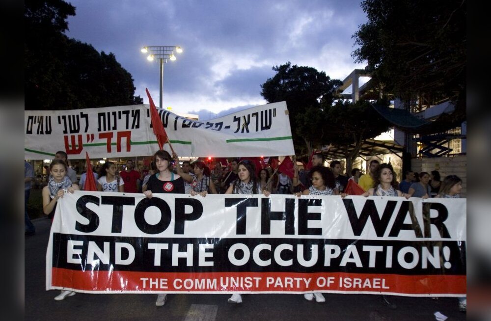 Thousands of Arabs and left-wing Jewish peace activists protest in the coastal Israeli port of Tel Aviv on June 5, 2010 against the occupation of Palestinian territories, marking the 43rd anniversary of their conquest in the 1967 Six-Day War.  AFP PHOTO/J
