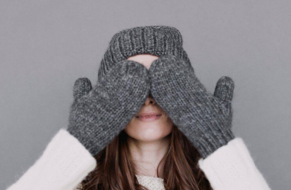 Нужно ли дезинфицировать варежки и перчатки, чтобы не заразиться коронавирусом?