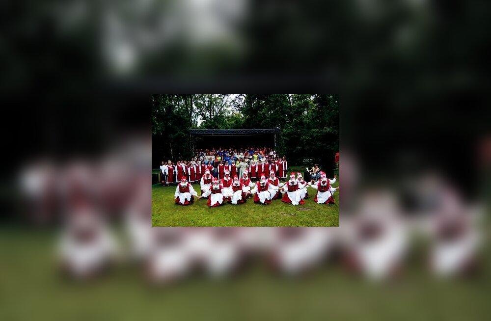 Uulus äratati ellu laulupüha traditsioon
