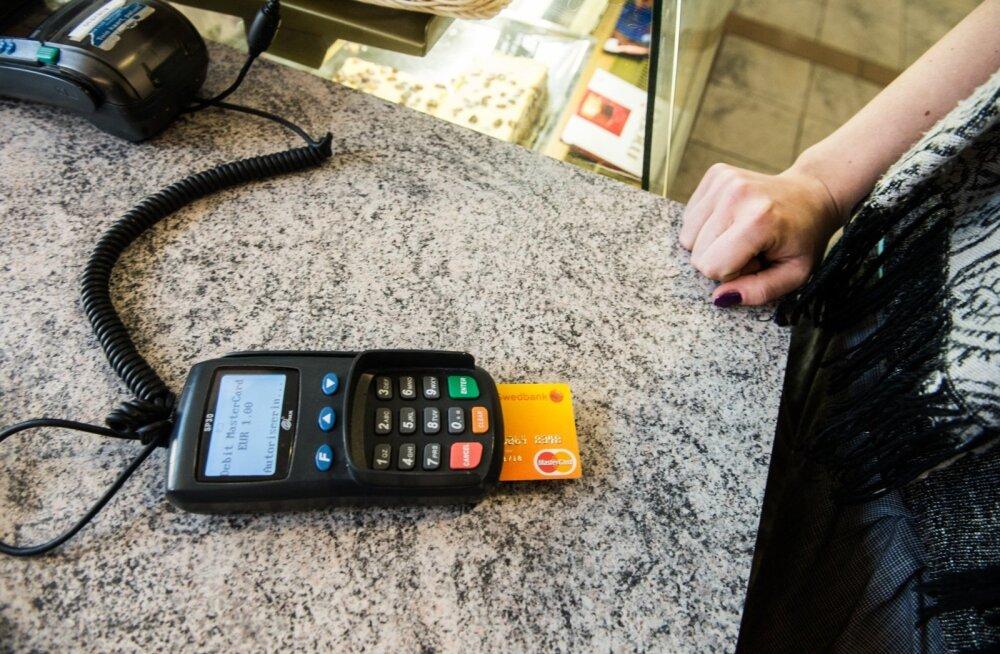 Kelmid kasutavad maksmiseks krediitkaarti, millel pole piisavalt raha või mis on juba kinni pandud.