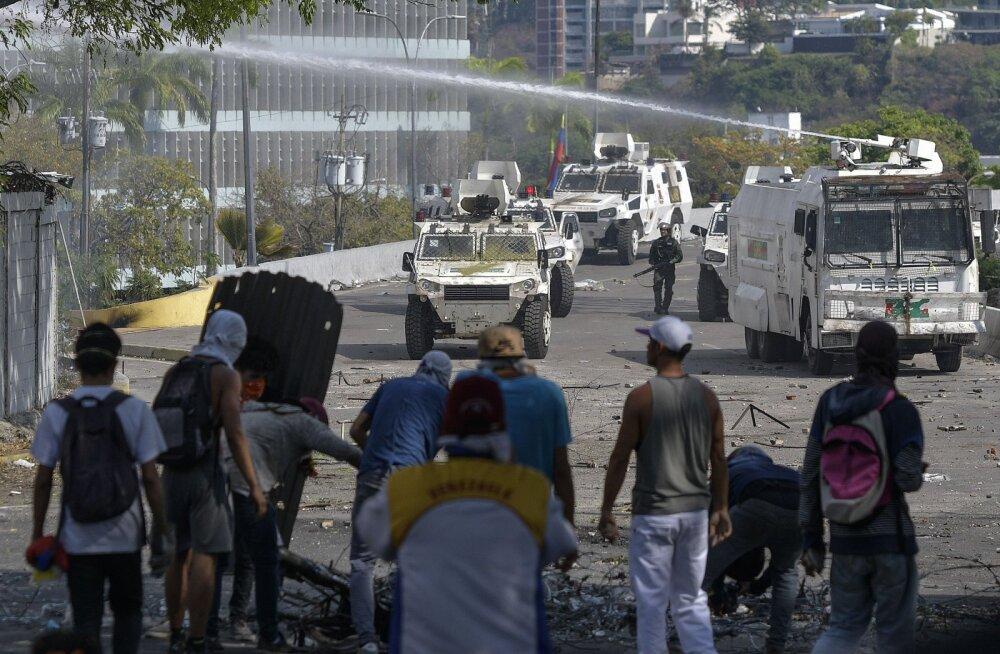 Venezuela opositsiooniliider Guaidó kutsus riigitöötajaid streigile