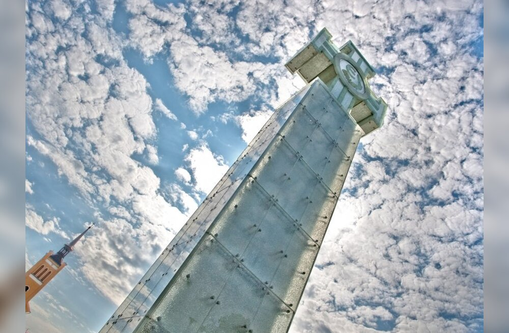 Страндберг: монумент Свободы сделан из пластика?