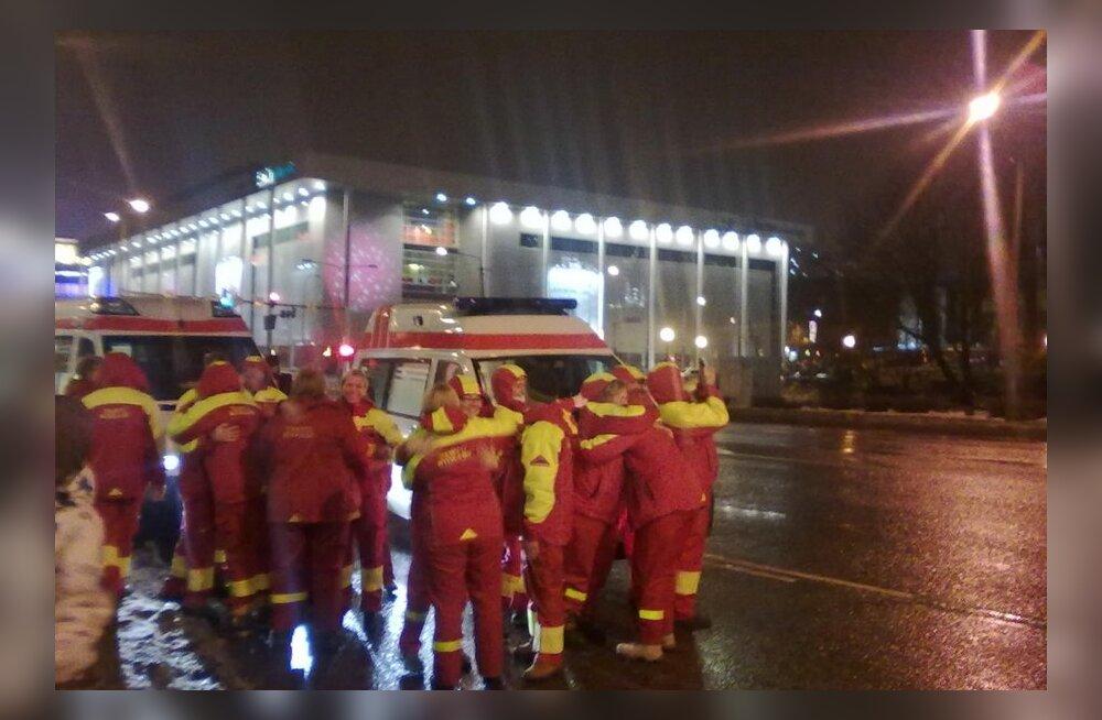 FOTOD: Tartu kiirabi kogunes Võidu sillale aastavahetuse valvesse