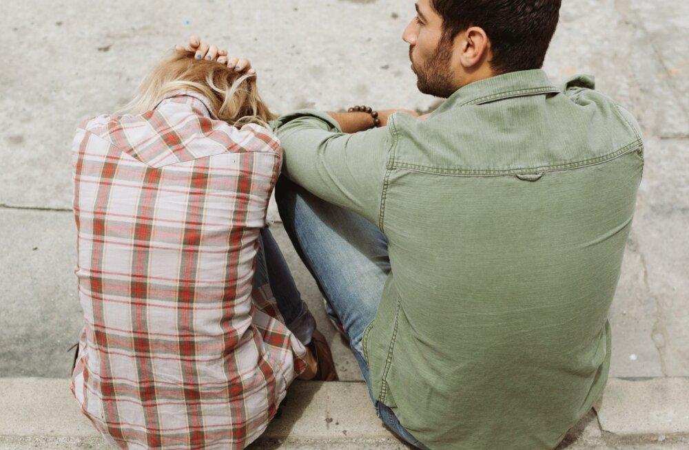 Pahane naine: mees ei teinud mulle vana-aastaõhtul abieluettepanekut. Kas peaksin ise ta kätt paluma?