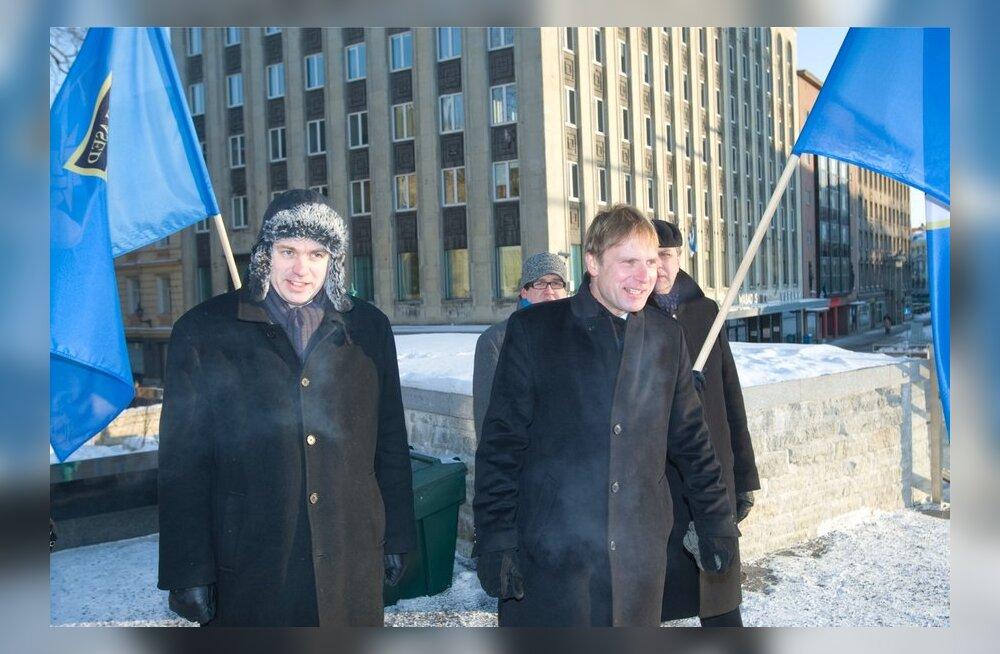 Urmas Reinsalu ja tema nõunik Eerik-Niiles Kross Tartu Rahu aastapäeval
