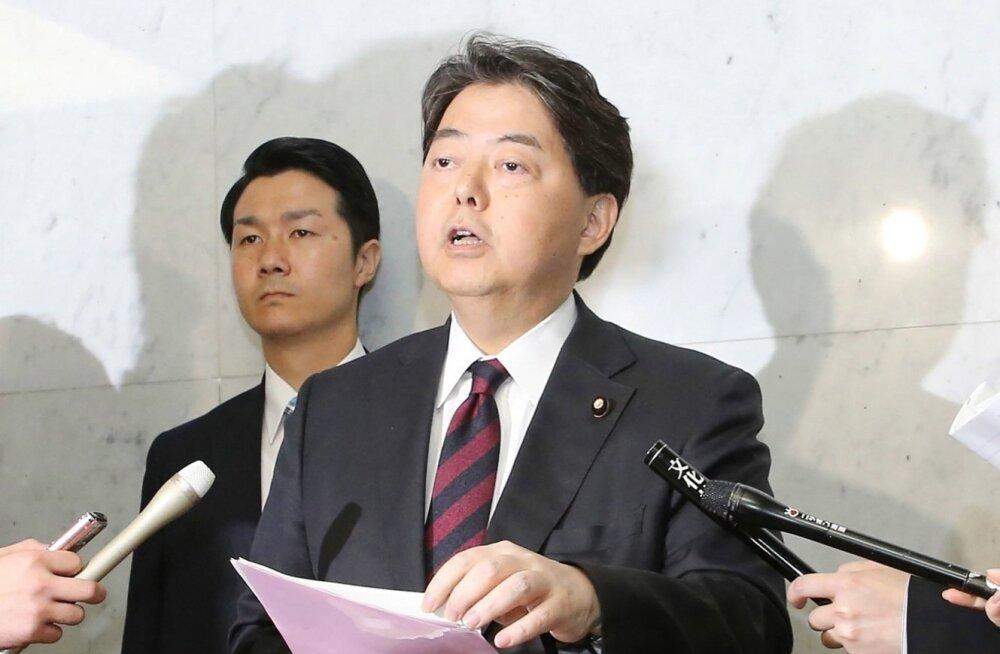 """Jaapani haridusministrit süüdistatakse """"seksika privaatjooga"""" tundides käimises"""