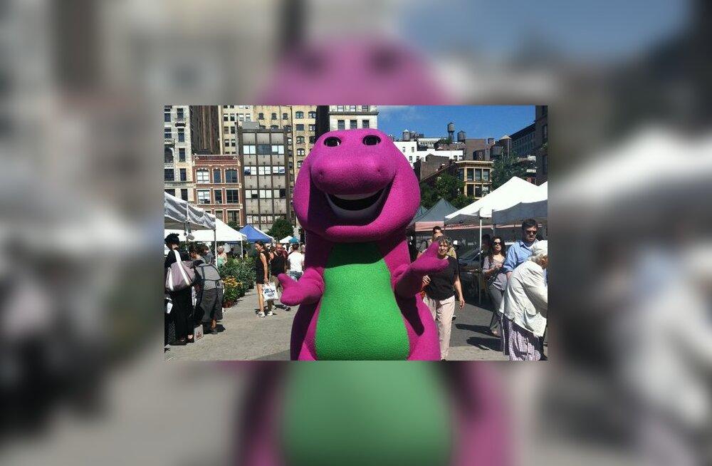 Mees, kes mängis tantsivat dinosaurust Barneyt, on nüüd tantraguru: õndsuse saavutamiseks parim viis on kaitsmata suguühe, kuna kondoomid blokeerivad energiat