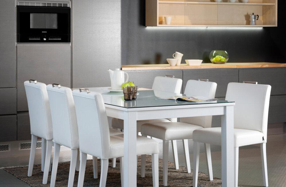Белый длинный обеденный стол oчаровывает свежестью!