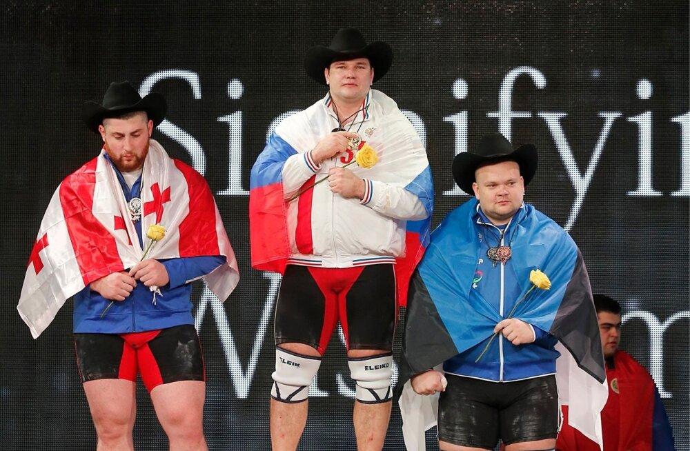 Houstoni MM-il võttis dopinguproove HUNADO asemel kohalik brigaad ja üliraskekaalu võidumees Aleksei Lovtšev pidi kullast loobuma. Varem võistluskeeldu kandnud Laša Talahhadzest sai võidumees ja Mart Seim pälvis hõbeda.