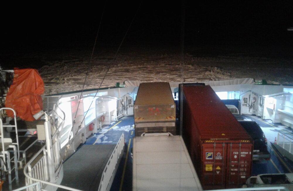 LUGEJA FOTO: Parvlaevaliiklus on taaskord häiritud: tugev tuul ja rasked jääolud ohustavad graafikupärast laevaühendust saartega