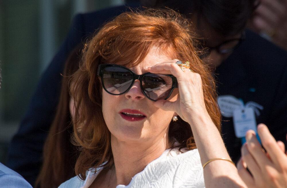 Ikka juhtub! Näitlejanna Susan Sarandon tegi kuningannale lähenedes väikse apsaka