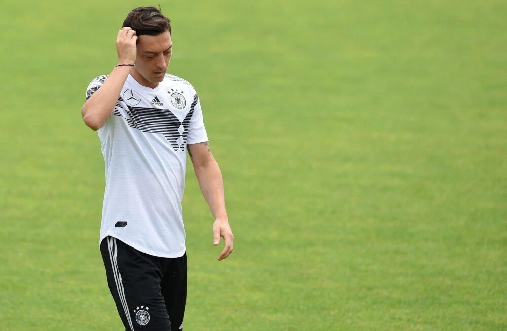 Saksamaa koondislane Mesut Özil peab vigastuse tõttu viimase MM-i eelse sõprusmängu vahele jätma