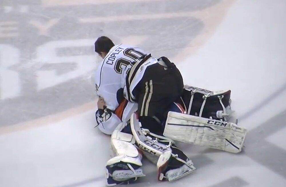 VIDEO: Võtame nüüd paaridesse... AHL-i jäähokiliigas hakkasid väga paljud rusikad korraga sügelema