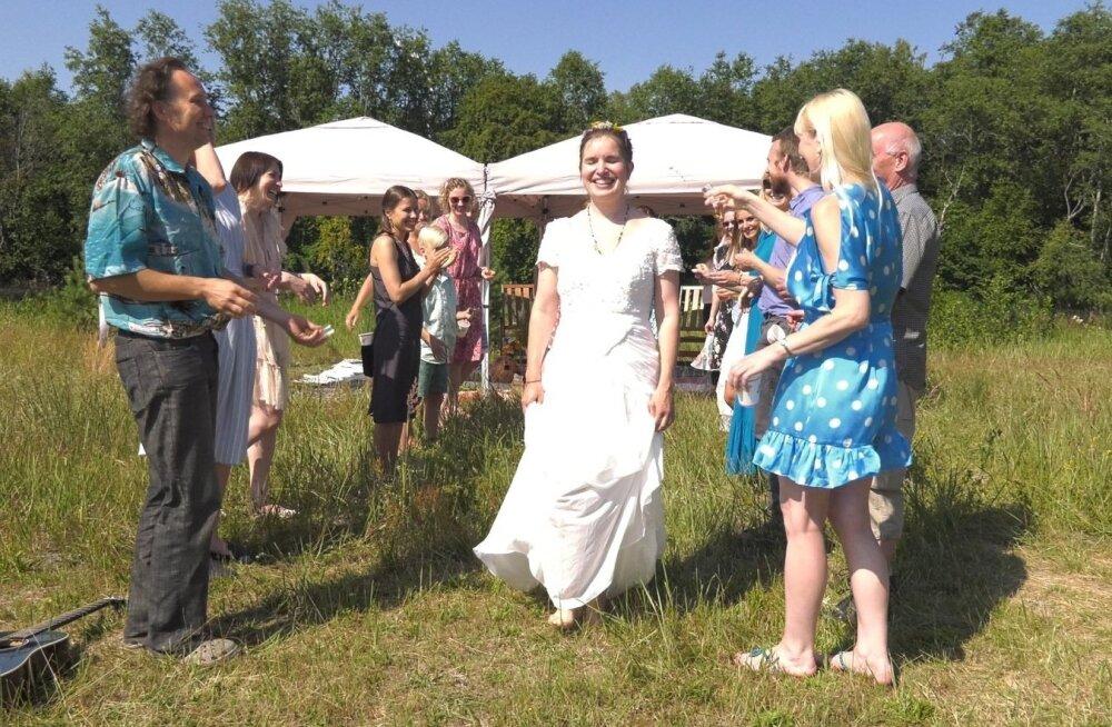 ФОТО: Невероятно, но факт! Жительница Эстонии вышла замуж за саму себя