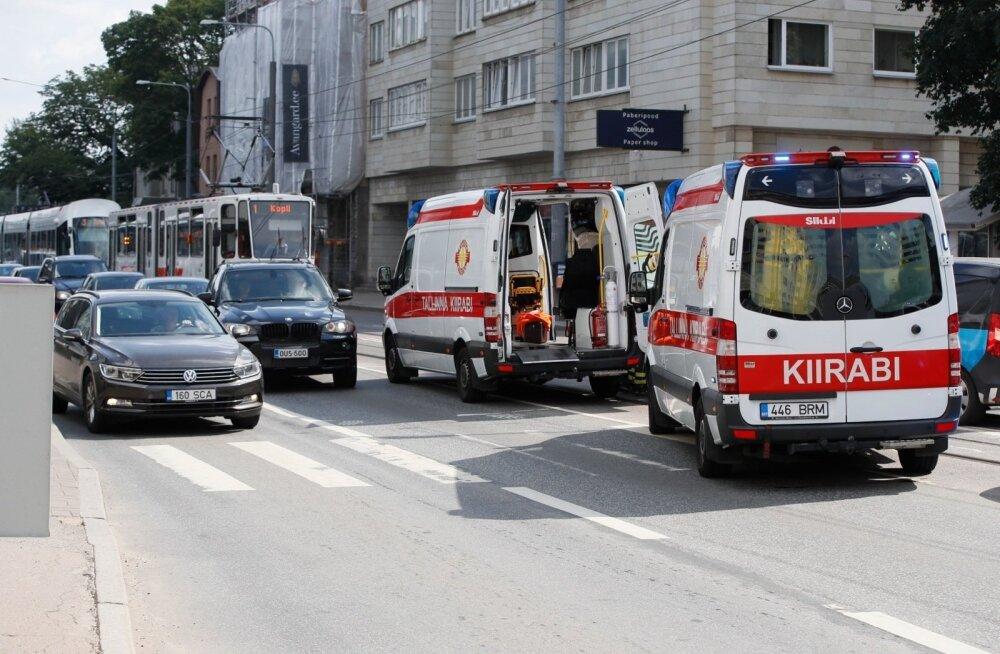 ФОТО: Возле ТЛУ на Нарва мнт на пешеходном переходе сбили двух человек