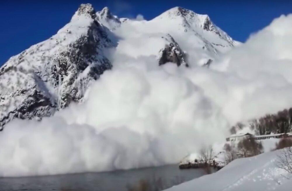 Hirmutav, ent lummav VIDEO | Need võimsad lumelaviinid matavad kõik, mis nende teel...