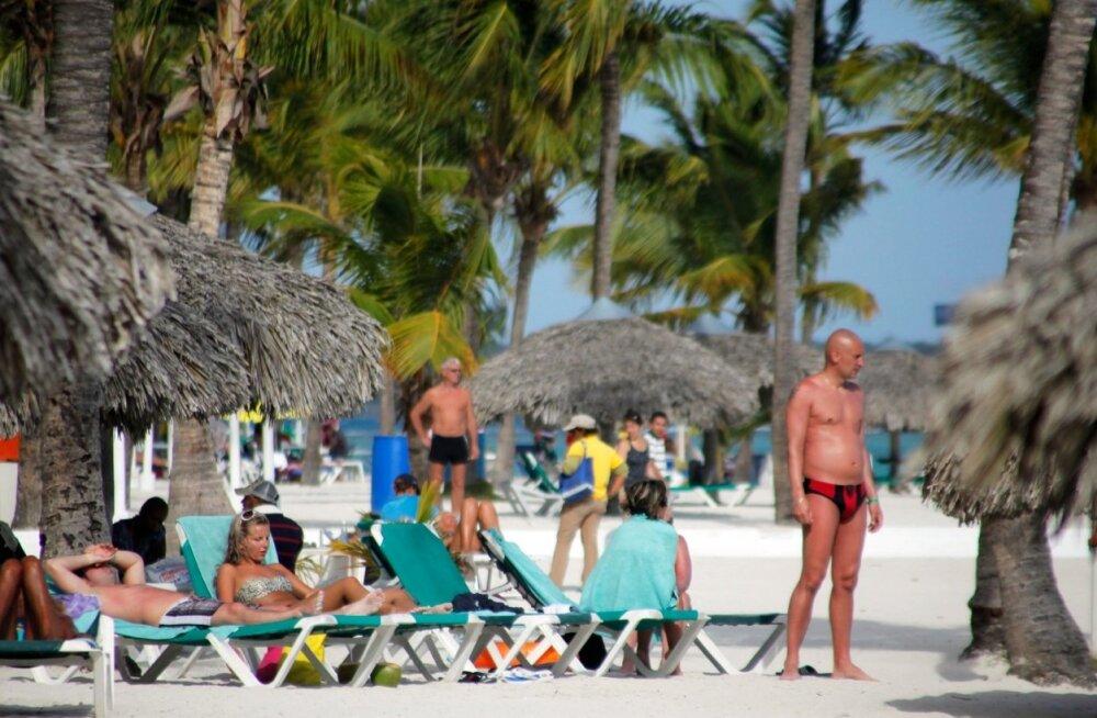 Turistid Dominikaani kuurordis puhkamas.