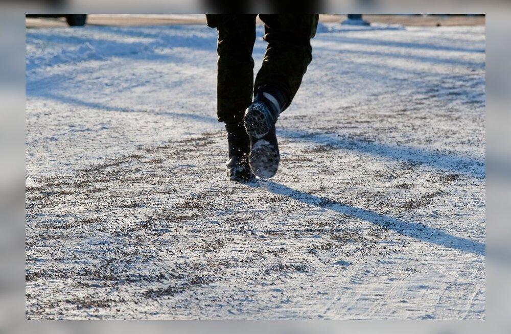 Repliik: Sauna tänav vajab kõnniteed