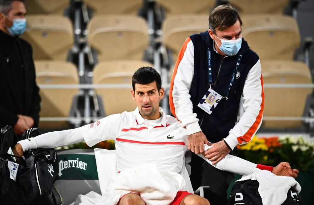 Novak Djokovic saab arstiabi