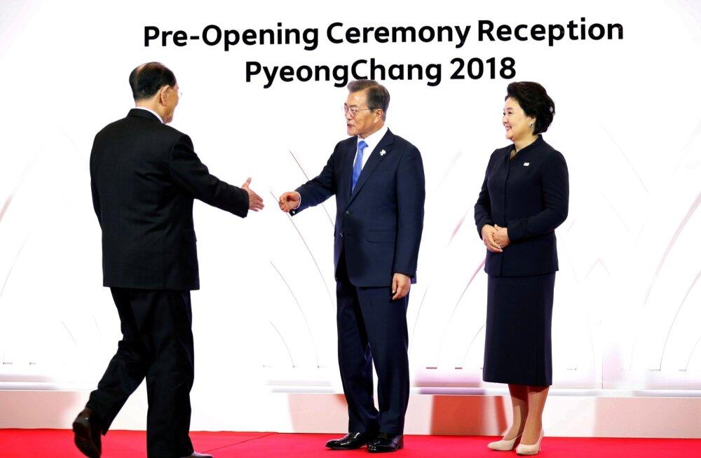 FOTOD | Lõuna-Korea president tervitas Põhja-Korea tseremoniaalset riigipead, USA asepresident vältis kohtumist