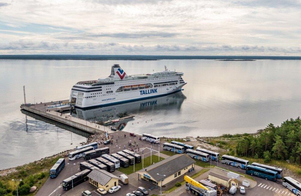 ФОТО   На Сааремаа спецрейсом Tallink прибыло более тысячи финнов