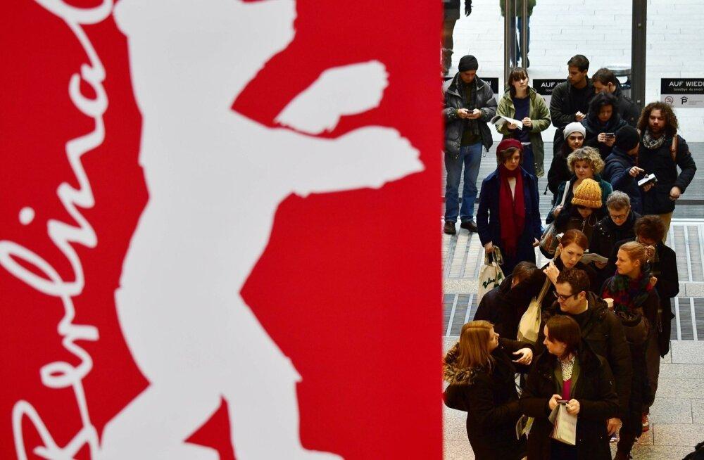 Esmaspäeval tulid piletid müügile ja usinamad kinosõbrad seadsid ennast Potsdami väljakul juba järjekorda.