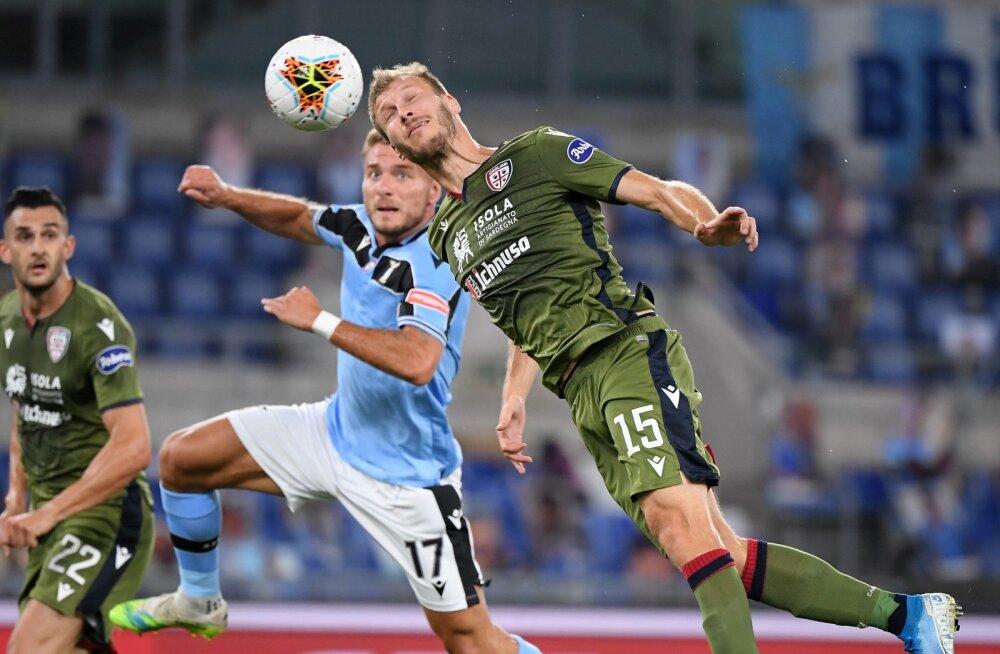 Ragnar Klavan on Itaalia kõrgliigas end tõestanud ja tema seal jätkamine on igati loogiline. Pildil heitlemas ta Serie A lõppenud hooaja suurima väravaküti Ciro Immobilega.