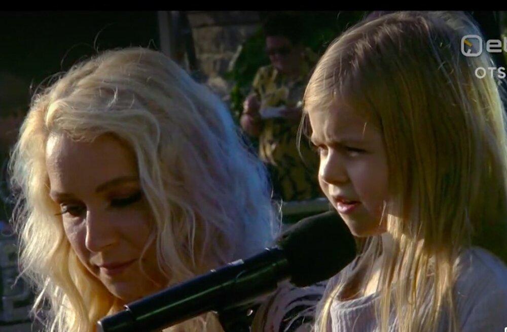 VIDEO | Nunnumeeter põhjas! Lenna kuueaastane tütar Ami esines roosiaia vastuvõtul ema kõrval
