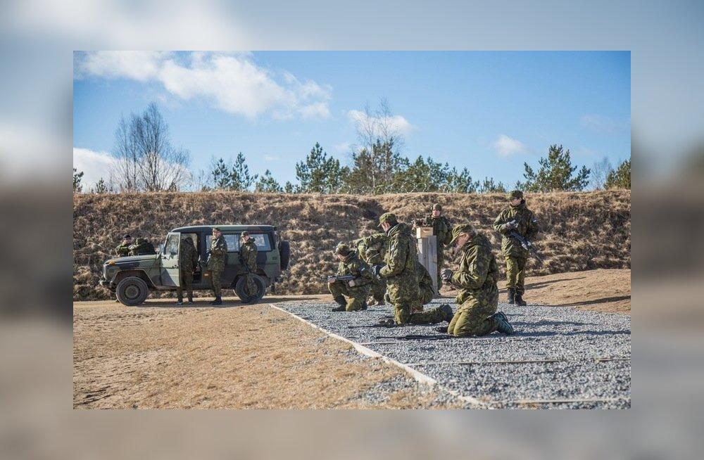 FOTOD: Kaitseväelased õpetasid koolinoortele sõduritarkusi