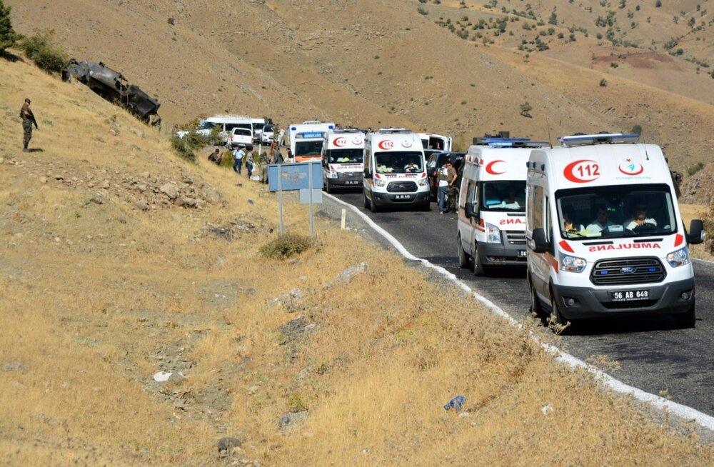 Türgi idaosas sai pommirünnakus surma 12 politseinikku