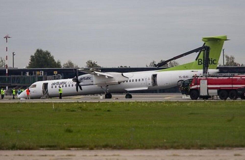 ВИДЕО: Что происходило в салоне airBaltic в момент экстренной посадки