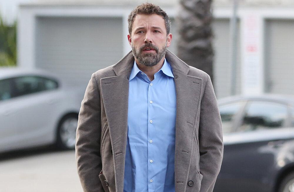 Terve aasta viinakuradiga edukalt võidelnud Ben Afflecki karm libastumine: näitleja suutis vaevu iseseisvalt seista