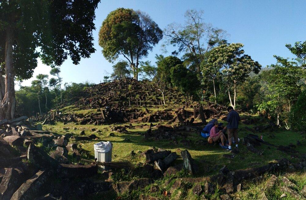 Indoneesia teadlased väidavad, et on leidnud mäe seest maailma suurima püramiidi