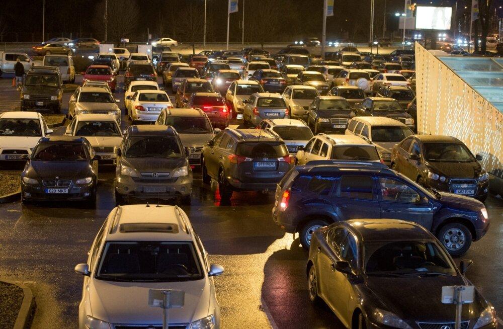 Maksuametnikud käisid veebruaris mööda parklaid, märkisid üles firmadele kuuluvaid autosid ja esitasid seejärel autoomanikele küsimus
