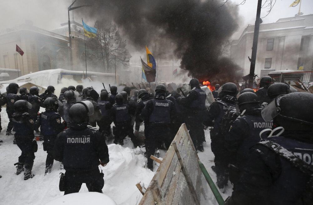 FOTOD | Ukraina võimud kähmlesid Saakašvili toetajatega, mitu inimest sai viga