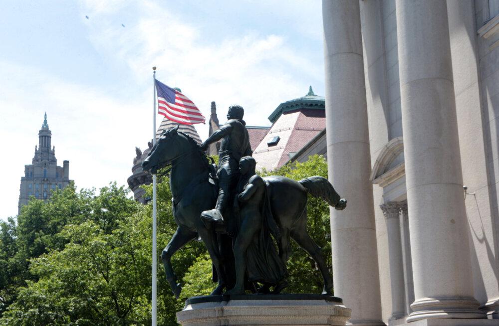 """Американский музей естественной истории решил демонтировать статую Рузвельта. Трамп: """"Глупо. Не делайте это!"""""""