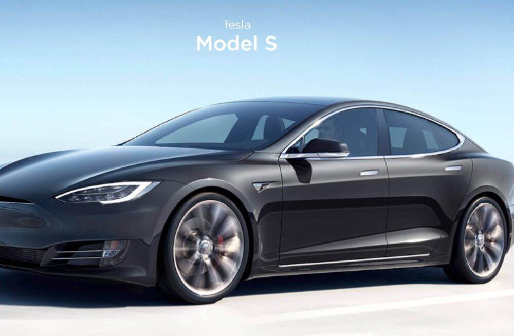 Politsei jälitas isejuhtivat Teslat, mees roolis magas